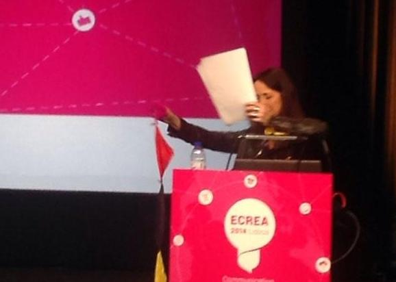 Dr. Natalie Fenton performs magic as a part of her keynote speech at ECREA 2014 -conference in Lisbon, November 13th.