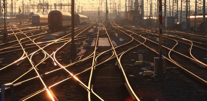 Picture: Sunset tracks by Arne Hückelheim, licence: CC BY-SA 3.0, cropped, added contrast