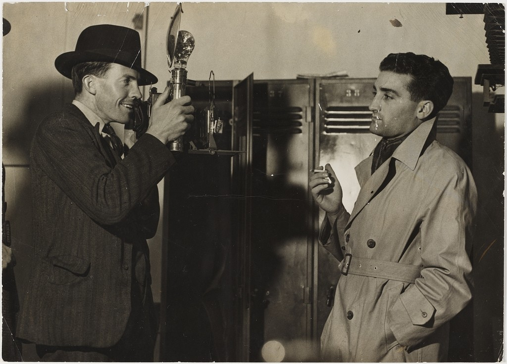 'Ted Hood photographing journalist Leo Basser' by unknown, photo courtesy of the State Library of New South Wales, licence CC0 1.0