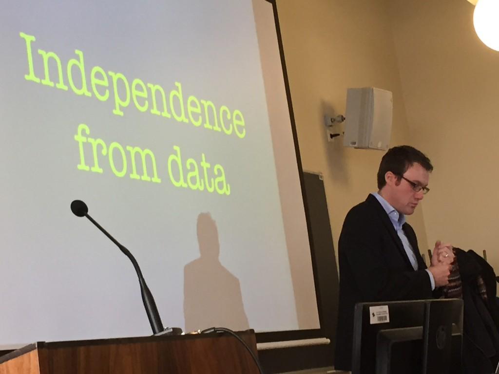 Paul Bradshaw presenting at the NODA16 academic preconference, photo by Turo Uskali