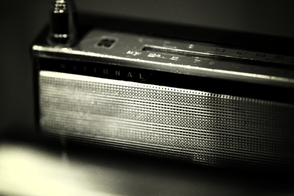 Picture: Old Radio by Serg C, licence: CC BY 2.0