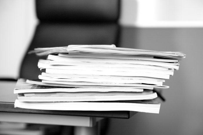 Paper pile - April 2011 - 2 by Sebastien Wiertz, licence: CC BY 2.0