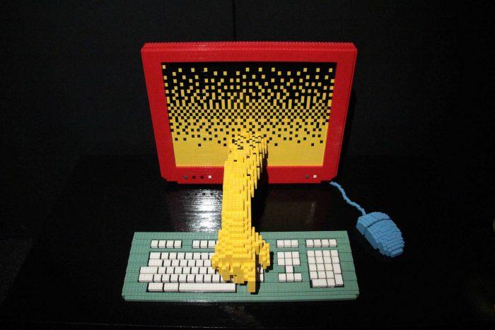 Computer by Nathan Sawaya, photographed by Maureen Barlin, licence CC BY-NC-ND 2.0;