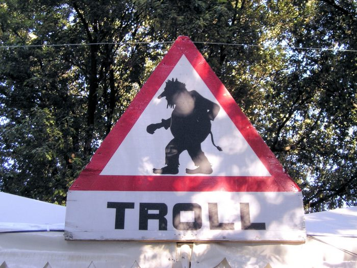Troll warning by Gil, Licence: CC BY 2.0