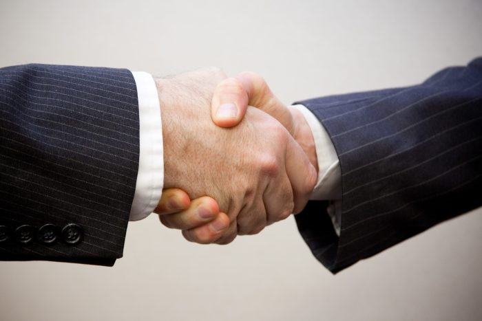 Handshake - 2 men by Flazingo Photos, licence: CC BY-SA 2.0