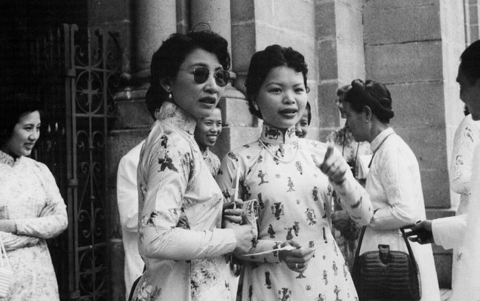 Saigon 1956 - Vietnamese women standing in front of the Saigon Cathedral by manhhai, licence: CC BY 2.0