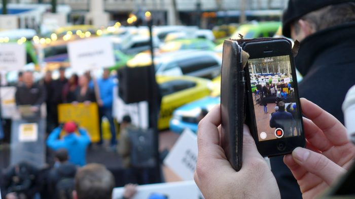 Taxi Cabs vs Uber by Aaron Parecki, licence: CC BY 2.0
