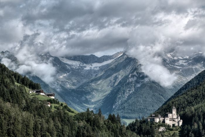 Picture: Castle Taufers by Eberhard Grossgasteiger, license CC0 1.0