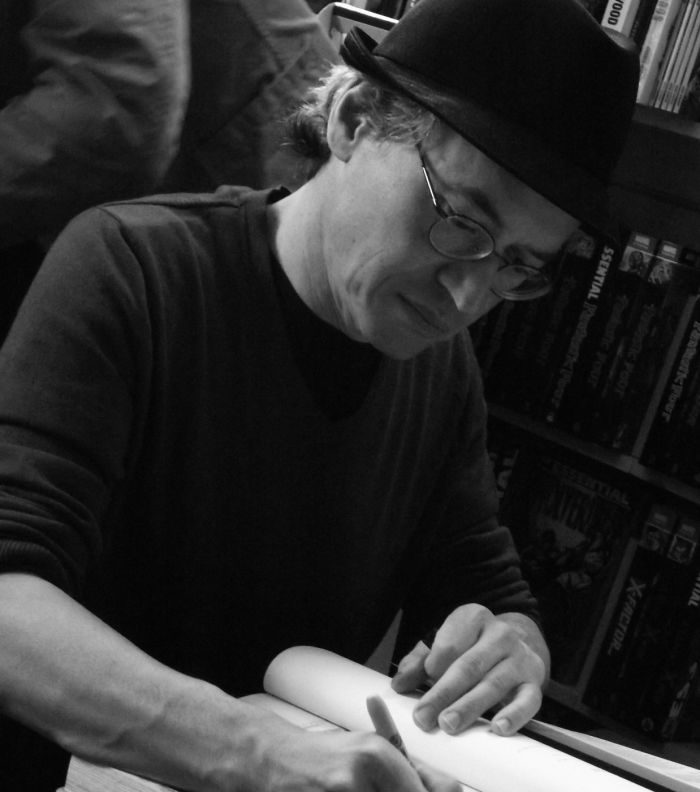 Picture: Chris Ware & Joe Sacco signing Forbidden Planet Edinburgh 03 by byronv2, license CC BY-NC 2.0, cropped