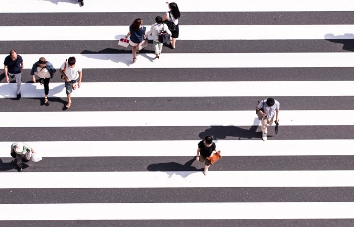 Picture: Walk walk walk by Ryoji Iwata, license CC0 1.0
