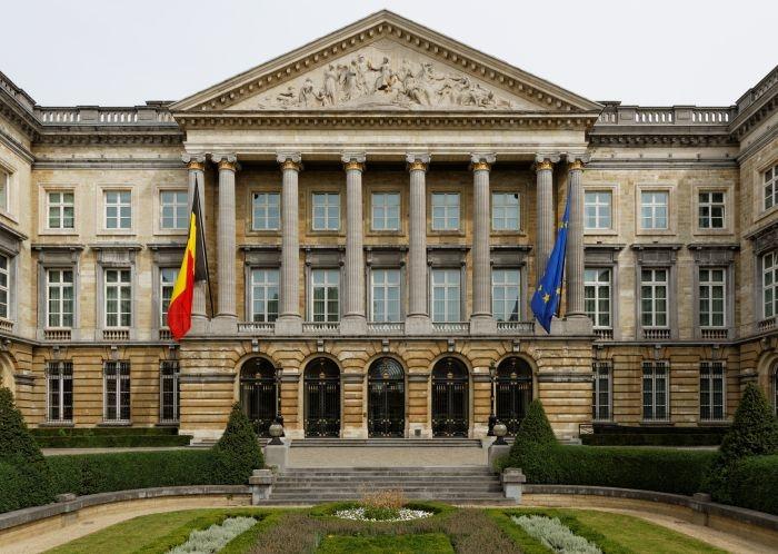 Picture: Palais de la Nation Bruxelles by Oakenchips, license CC BY-SA 3.0