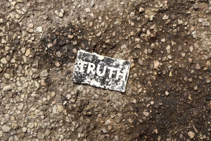 "Picture: ""Truth suffers a daily death in modern day America"" by Michael Carruth, license Unsplash."